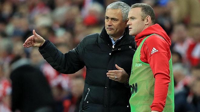Rooney chỉ trích cầu thủ M.U: 'Quá dễ để chĩa mũi dùi vào một mình Mourinho'