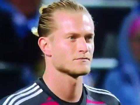 Gặp Malmo ở lượt trận thứ 2 vòng bảng Europa League, Karius đã mắc sai lầm ngớ ngẩn, khiến Besiktas bại trận 0-2. Loris Karius. Tóc ngành. Liverpool