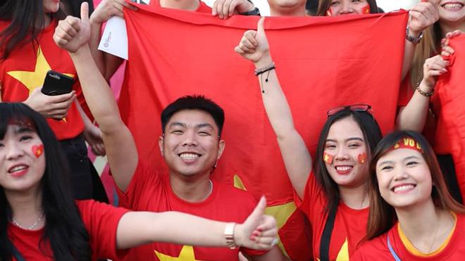 Fan Việt ''kinh hoàng đến từng giây'' khi Việt Nam vào vòng 1/8 Asian Cup đầy kịch tính