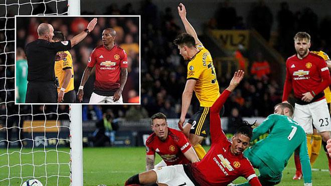 CẬP NHẬT sáng 3/4: Young bị đuổi, MU thua ngược Wolves. Messi giải cứu Barca. Inter Milan kiện Beckham