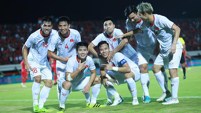 Bóng đá hôm nay 16/10: Việt Nam trở lại top 15 châu Á. Công Phượng chấn thương. Trung Quốc nếm trái đắng