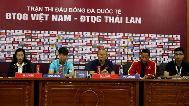 Bóng đá hôm nay 18/11: Việt Nam chốt danh sách đấu Thái Lan. Ông Park tin Công Phượng sẽ ghi bàn