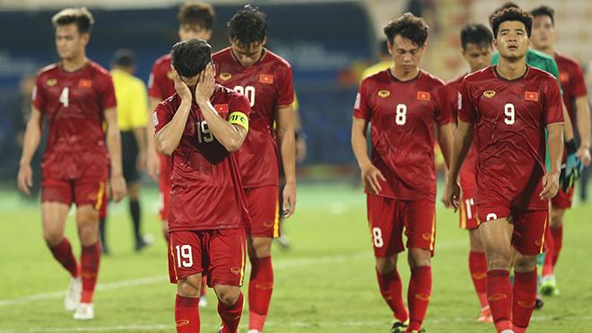 CĐV thương thầy trò HLV Park Hang Seo, động viên 'giữ sức khỏe về quê ăn Tết'