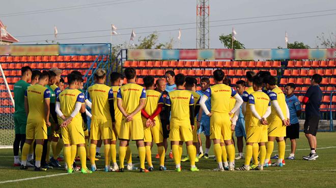 BÓNG ĐÁ HÔM NAY 3/1: Trận U23 Việt Nam và U23 Bahrain đá kín. HLV Heerenveen bảo vệ Văn Hậu