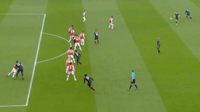 Arsenal tạo ra pha bẫy việt vị tệ chưa từng thấy ở trận gặp Everton