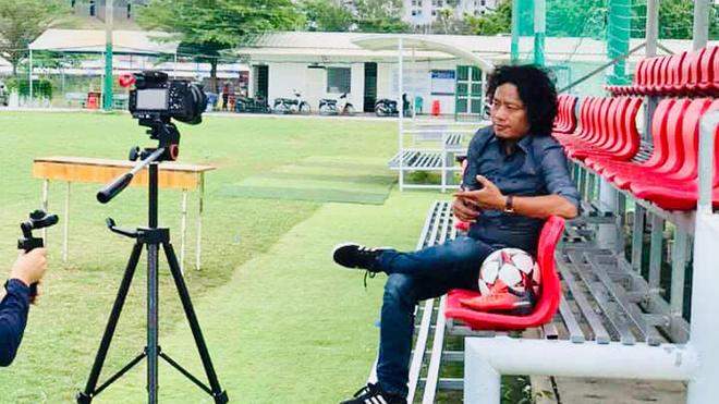 Số 1 Vlog CCKM - Cận cảnh bóng đá Việt: Có nên hoãn V-League 2020?