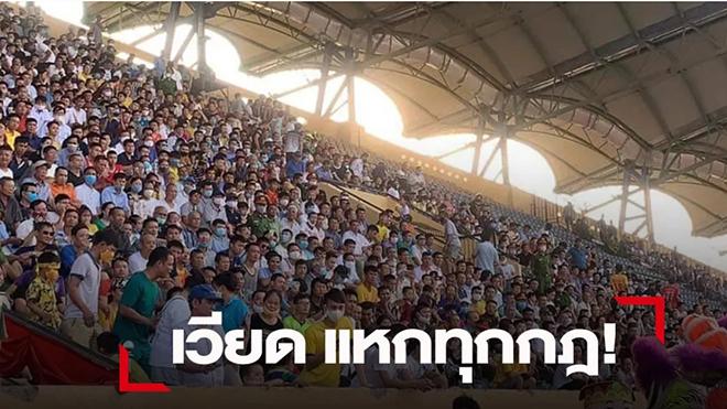 Truyền thông châu Á: 'Bóng đá Việt Nam chật kín khán giả, không theo một quy tắc nào'