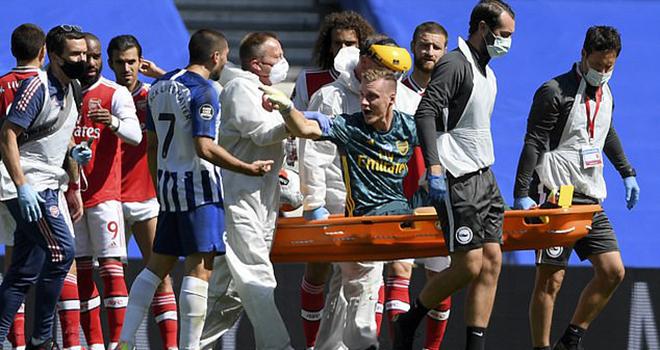 Ket qua bong da, Arsenal vs Brighton, Thủ môn Arsenal chấn thương kinh hoàng, Bernd Leno, Bernd Leno chấn thương, Leno nghỉ hết mùa, Guendouzi bóp cổ Maupay, bong da