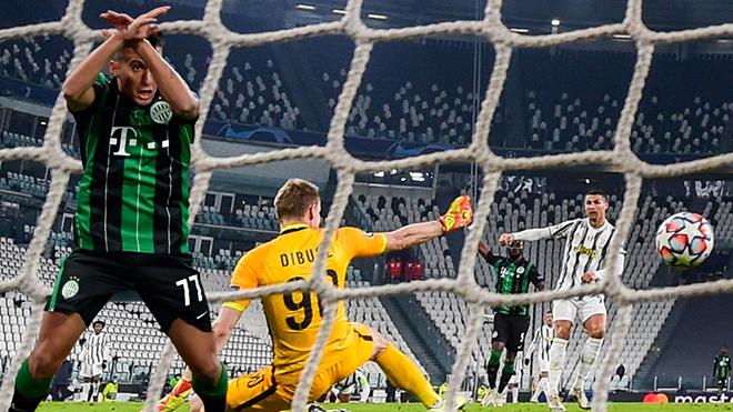 Xé lưới Juventus, tiền đạo Ferencvaros ăn mừng kiểu CR7 ngay trước mặt Ronaldo