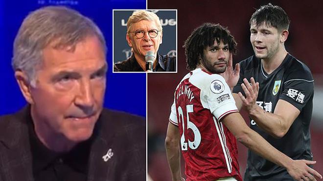 Sao Arsenal thoát thẻ đỏ, chuyên gia chỉ trích cả... Arsene Wenger