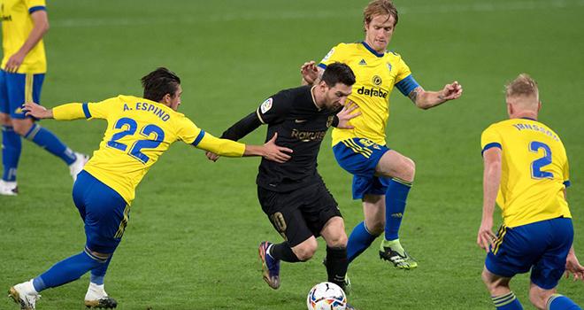 Ket qua bong da, Cadiz vs Barcelona, Kết quả La Liga, BXH La Liga, Kqbd, Kết quả Cadiz vs Barcelona, Cadiz vs Barca, Barcelona đấu Cadiz, Hàng thủ sai lầm, Messi, Koeman