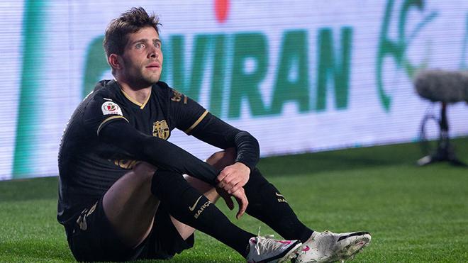 Vừa tái xuất đã chấn thương, Sergi Roberto lỡ hẹn đại chiến Barcelona vs PSG