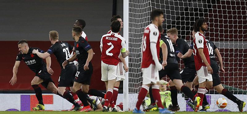 Kết quả cúp C2: Granada 0-2 MU.Arsenal 1-1 Slavia Praha. Kết quả bóng đá lượt đi tứ kết Europa League. Lịch thi đấu lượt về vòng tứ kết Europa League.