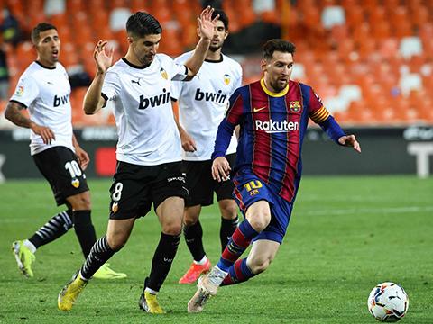 Valencia 2-3 Barca: Messi lập cú đúp, Barca bắt kịp Real, vòng tới tiếp Atletico Madrid