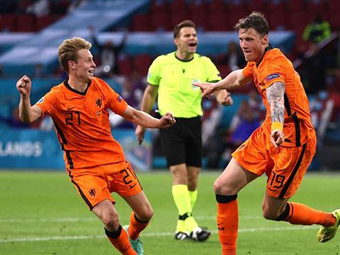 Điểm nhấn Hà Lan 3-2 Ukraine: De Boer có lý với sơ đồ 3-5-2. Ukraine đáng khen