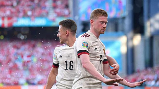 Đan Mạch 1-2 Bỉ: De Bruyne từ chối ăn mừng bàn thắng vì Eriksen