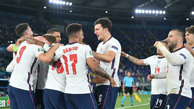 Bóng đá hôm nay 4/7: Xác định 2 cặp bán kết EURO. Tiền đạo Séc sánh ngang Ronaldo