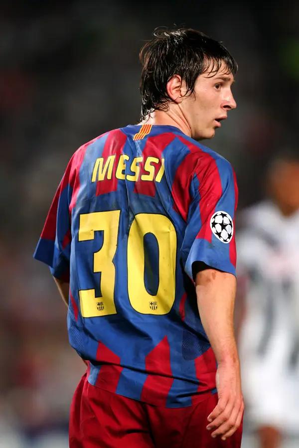 Messi, Lionel Messi, Leo Messi, Messi gia nhập PSG, Messi mặc áo số mấy, Ligue 1 thay đổi điều lệ vì Messi, PSG, số áo của Messi, chuyển nhượng, tin chuyển nhượng, Barca