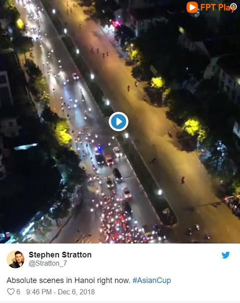 """""""Một cảnh tượng khó tin ở Hà Nội"""", một du khách nước ngoài chia sẻ trên mạng xã hội Twitter."""