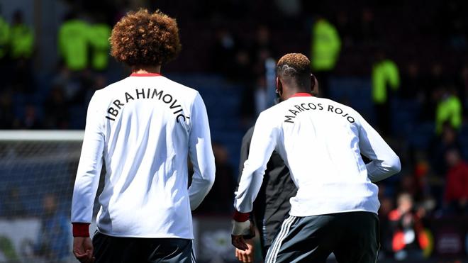 Man United bị chế giễu vì để cầu thủ mặc áo như thể 'đưa tang' Ibra và Rojo