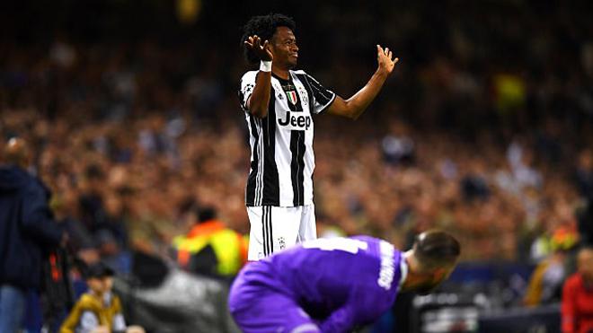 Rio Ferdinand: 'Tôi sẽ rất xấu hổ nếu nhìn vào mắt con sau khi ăn vạ như Ramos'