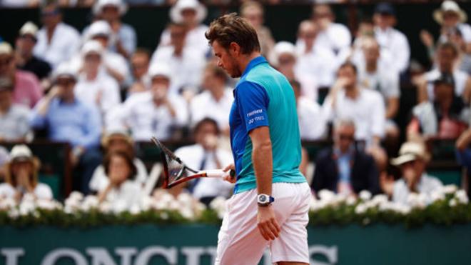 Bế tắc trước Nadal, Wawrinka nối nóng đập nát vợt