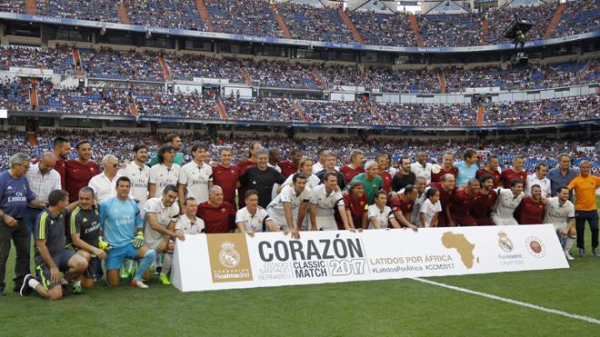 Luis Figo lập siêu phẩm trong trận giao hữu với Roma trên sân Bernabeu