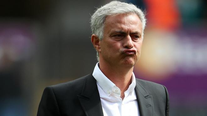 Từ Wenger, bác sỹ CLB tới cậu bé nhặt bóng, còn ai Mourinho chưa gây sự trên đường piste?
