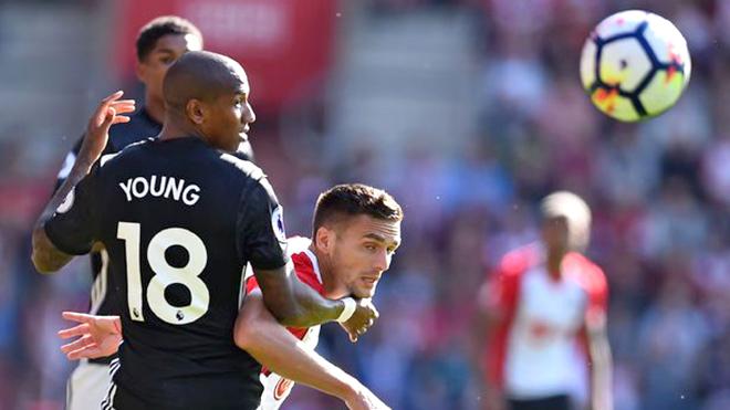 Roy Keane bất ngờ chỉ cách giúp Mourinho nâng cấp hàng thủ M.U