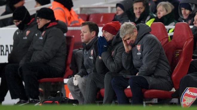 Wenger: 'Arsenal không được chia rẽ', Guardiola: 'Thắng 5 trận nữa là Man City vô địch'