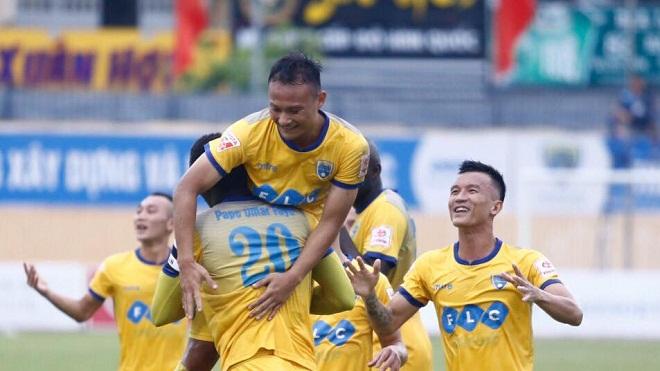 Vòng 22 V-League 2017: FLC Thanh Hóa tự thua, xa dần ngôi vô địch