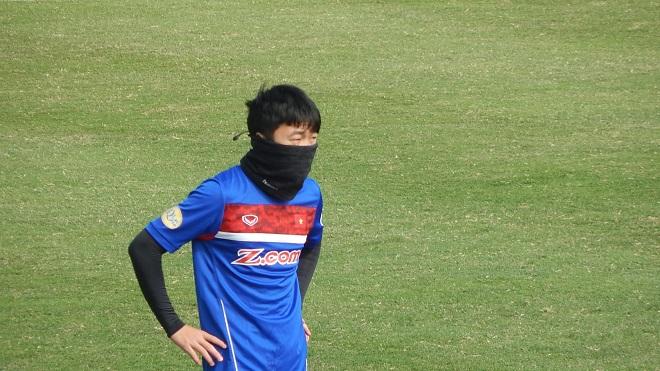 Xuân Trường bịt mặt tập luyện, Minh Long trở lại U23 Việt Nam