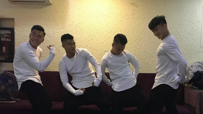 Tiến Dũng, Đức Chinh tạo dáng 'chất' mừng sinh nhật Quang Hải
