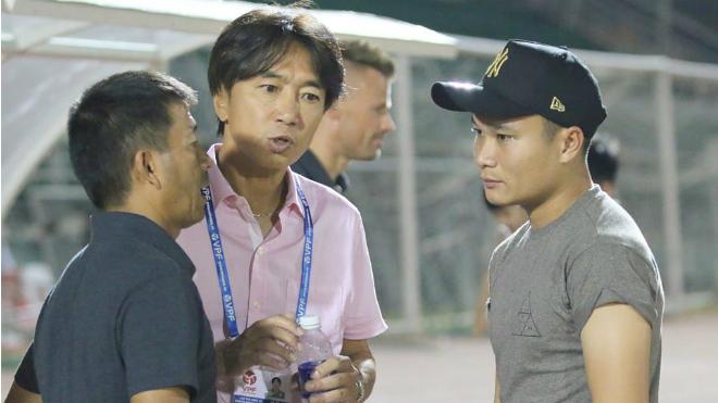 Đội bóng của Công Vinh thuê bác sỹ Nhật chữa cho 'Ronaldo Việt Nam'