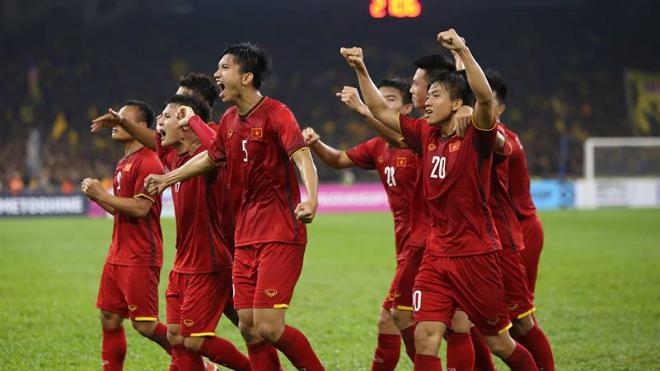 Tuyển Việt Nam bị đánh giá yếu nhất bảng ASIAN Cup, Quế Ngọc Hải phải tập riêng