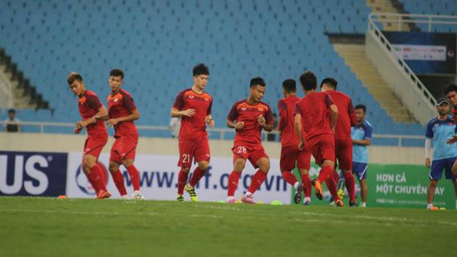 U23 Việt Nam làm quen sân Mỹ Đình, HLV Park Hang Seo bênh Quang Hải