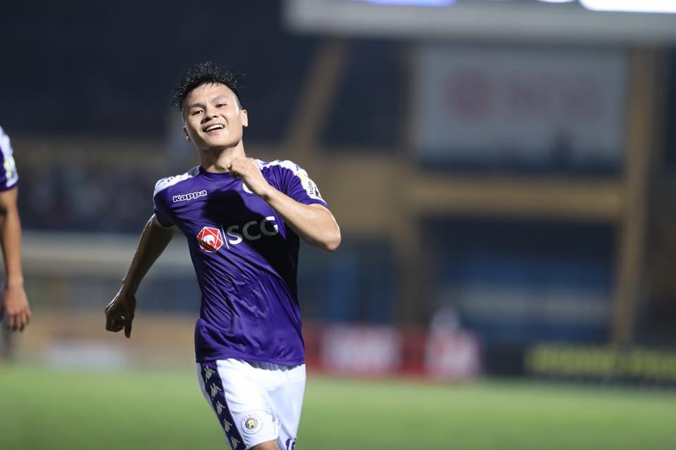 Quang Hải kiến tạo đẳng cấp, Hà Nội FC lên ngôi đầu bảng