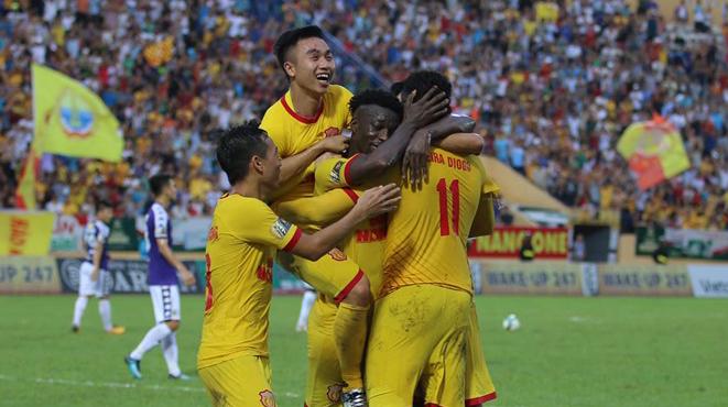 Hà Nội bất ngờ thua Nam Định. Viettel đánh bại Hải Phòng
