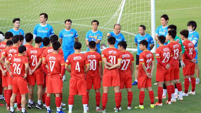 Bóng đá Việt Nam hôm nay: Đình Trọng nghỉ tập vì bị đau cơ đùi