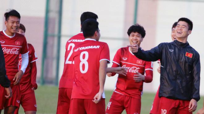 Buổi tập đầu tiên của tuyển Việt Nam tại Qatar: Vui như Tết!