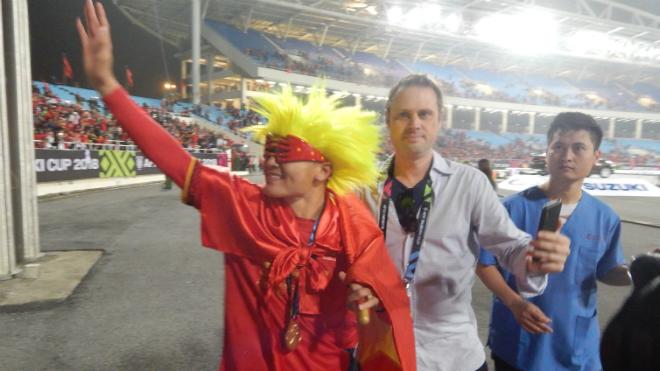 Quang Hải hóa trang siêu nhân sau chung kết AFF Cup