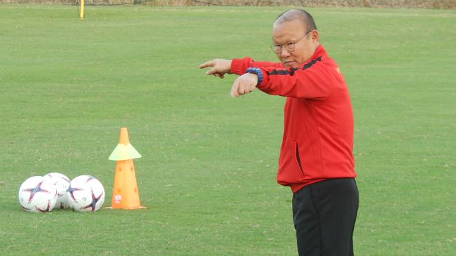 Tuyển Việt Nam 'cấm cửa' truyền thông, Hàn Quốc mua bản quyền AFF Cup 2018