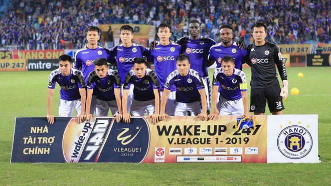 TP.HCM cầm hòa Hà Nội FC trong trận cầu 2 thẻ đỏ