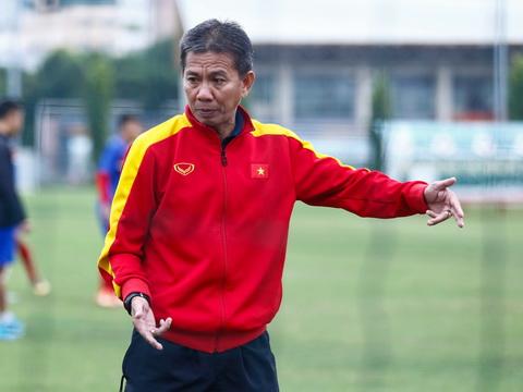HLV Hoàng Anh Tuấn chê U19 Việt Nam, CLB TP.HCM chiêu mộ đồng đội cũ của Ronaldinho