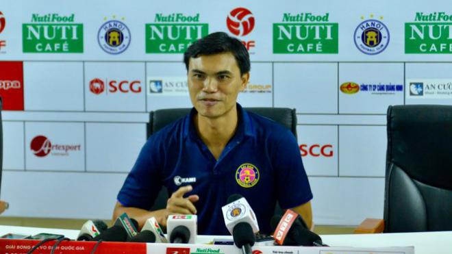HLV Sài Gòn FC đổ lỗi cho trọng tài sau trận thua đậm Hà Nội FC
