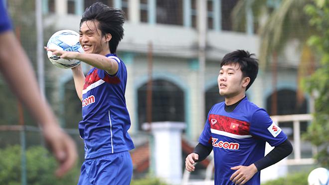 Bầu Hiển thưởng 'nóng' Hà Nội FC 500 triệu đồng, bầu Đức chúc mừng sinh nhật Tuấn Anh