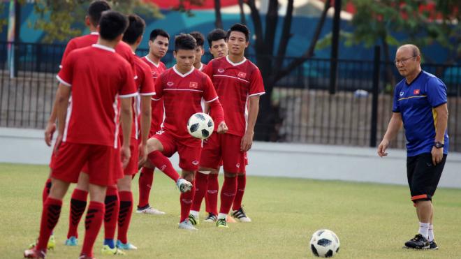 Hé lộ danh sách tuyển Việt Nam dự AFF Cup, HLV Park 'đau đầu' với lịch đá giao hữu