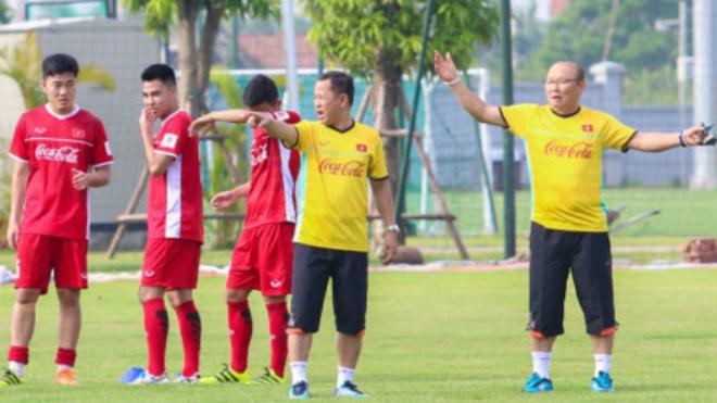 'Sao' U23 Việt Nam trở lại tập luyện, HLV Park Hang Seo mừng ra mặt