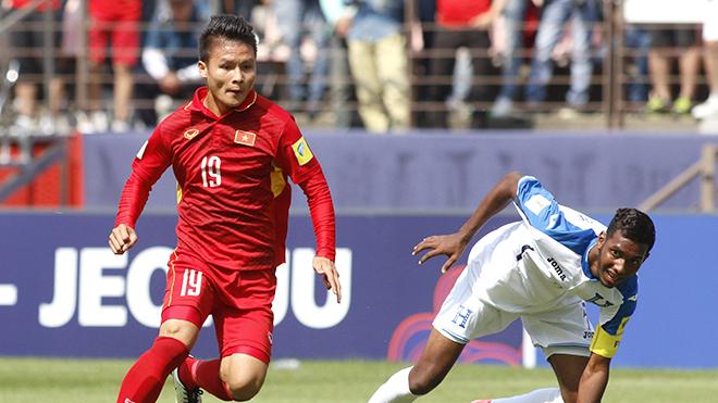 Tuyển thủ U23 Việt Nam tô son như hotgirl