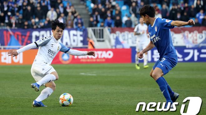 Bóng đá Việt Nam ngày 7/4: Báo Hàn Quốc bênh Công Phượng, Hà Nội FC đấu SLNA
